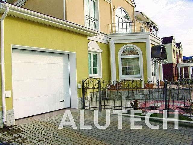 Секционные ворота и рольставни торговой марки Аlutech и Doorhan. Под заказ