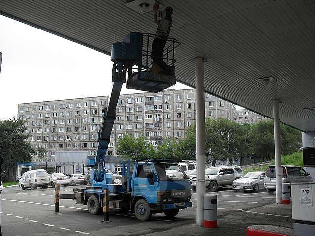 Услуги автовышки 11-21 м, пилим деревья, моем фасады, крепим рекламу