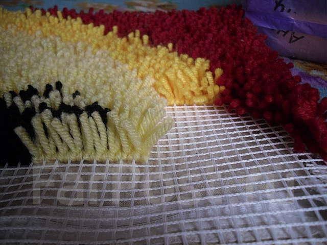 подушки в ковровой технике