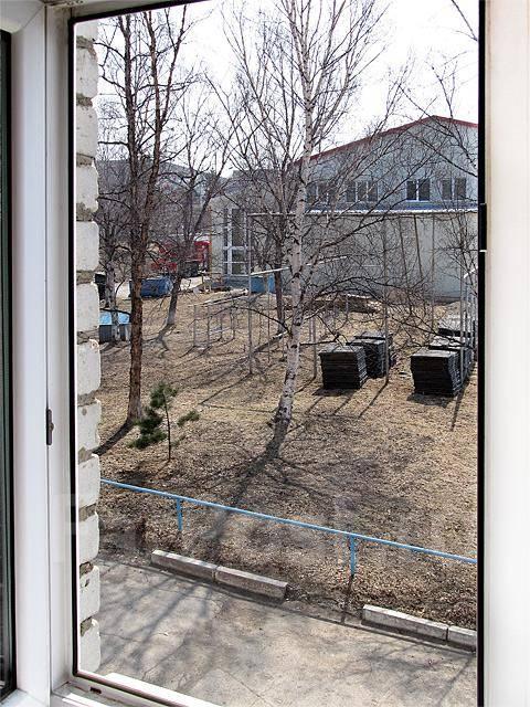 Офисные помещения. 15 кв.м., улица Маслакова 10 б, р-н Магазин «Радуга». Вид из окна