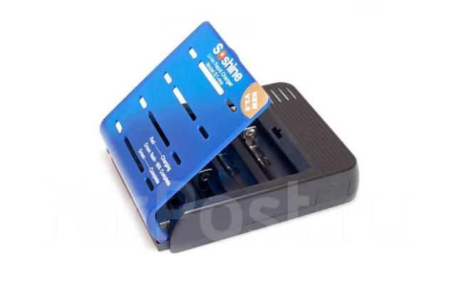 Новый.  Комплект поставки в коробке: Зарядное устройство на 4 аккумулятора с откидывающейся крышкой Вилка...