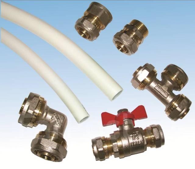 На фото представлены соединительные фитинги и шаровый кран для металлопластиковых труб