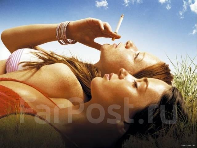 Крепко так затянуться тонкой ментоловой сигаретой из пачки, оставленной кем