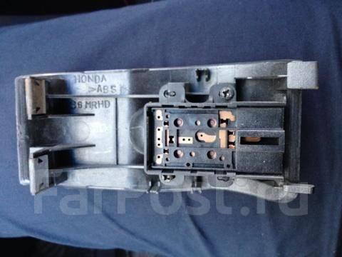 Кнопка стеклоподъемника. Honda Integra, DC5 Двигатель K20A
