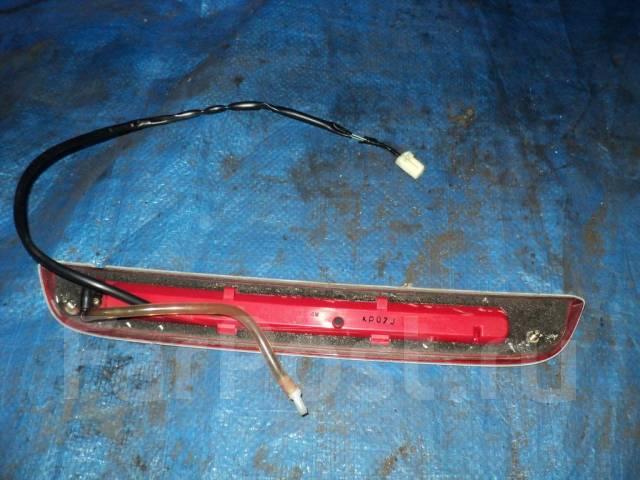 Заглушка стоп сигнала крышки багажника Toyota Celica ZZT230 ZZT231. Toyota Celica, ZZT230, ZZT231