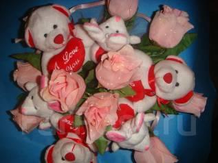 Букет цветов с мягкими игрушками