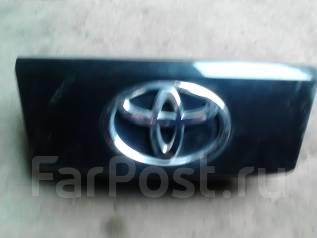 Накладка на дверь багажника. Toyota Passo, KGC10 Двигатель 1KRFE