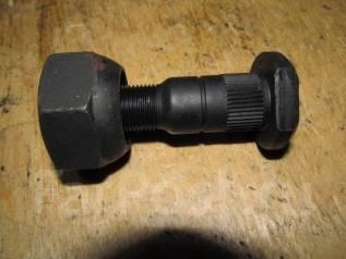 Шпилька ступицы. Mazda Titan