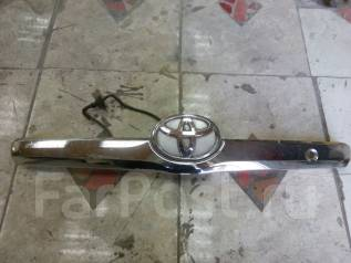 Накладка крышки багажника. Toyota Camry