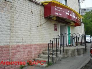 Действующий салон красоты. Улица Шепеткова 8, р-н Луговая, 144 кв.м. Дом снаружи