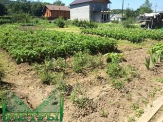 Продается земельный участок на Спутнике. 700 кв.м., собственность, электричество, от агентства недвижимости (посредник). Фото участка