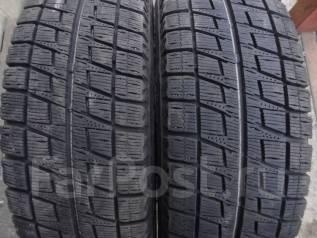 Bridgestone Blizzak Revo2. Зимние, 2012 год, износ: 10%, 2 шт