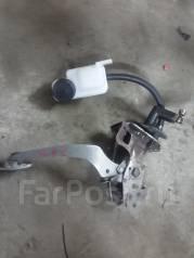 Педаль сцепления. Mazda