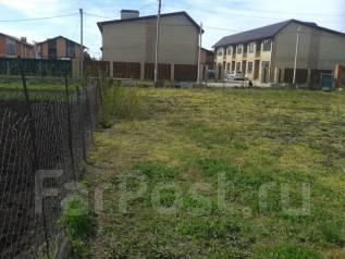 Продаю земельный участок в пос. Северном, ул. Бресткая, 6,1 сот. 600 кв.м., собственность, электричество, вода, от частного лица (собственник)