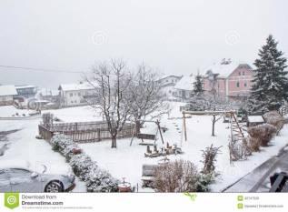 Уборка снега во дворах и на крышах