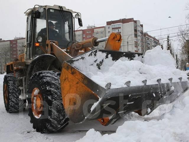 Уборка снега спецтехникой и ручная уборка. Вывоз снега. Очистка крыш