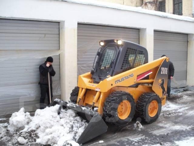 Уборка снега, погрузчик, самосвал, люди