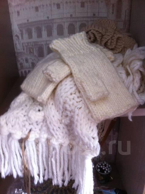 Тепло и красиво. Обьемный шарф. В комплекте митенки.