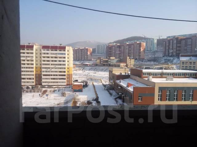 2-комнатная, улица Адмирала Горшкова 30. Снеговая падь, частное лицо, 53 кв.м. Вид из окна днём