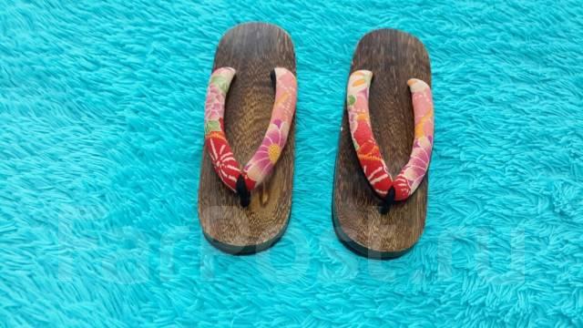 Традиционные деревянные сандалии гета (Япония)