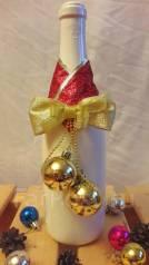 Новогоднее украшение на шампанское с золотыми шарами