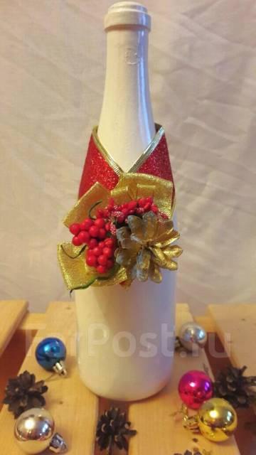 Новогоднее украшение на шампанское с золотой шишкой