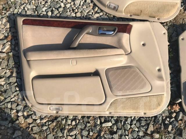 Обшивка двери. Toyota Crown, JZS171