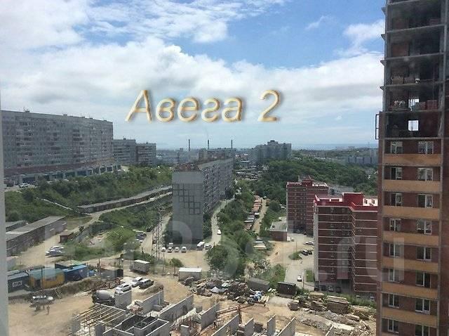 2-комнатная, улица Ладыгина 11. 64, 71 микрорайоны, проверенное агентство, 51 кв.м. Вид из окна днём