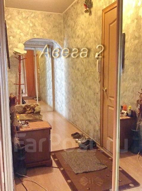 2-комнатная, улица Ладыгина 11. 64, 71 микрорайоны, проверенное агентство, 51 кв.м. Прихожая