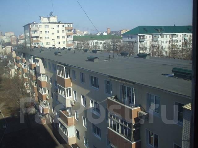 2-комнатная, проспект 100-летия Владивостока 62. Столетие, агентство, 45 кв.м. Вид из окна днём