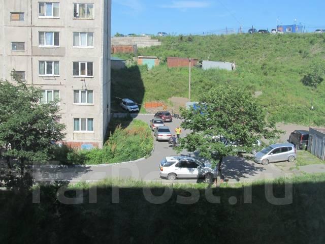 Гостинка, проспект Красного Знамени 133/1. Третья рабочая, частное лицо, 24 кв.м. Вид из окна днём