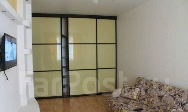 2-комнатная, улица Дзержинского 33а. Центр, 60 кв.м. Комната