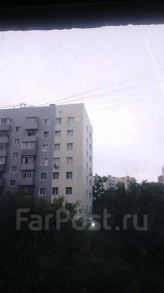 2-комнатная, проспект 100-летия Владивостока 120а. Вторая речка, агентство, 56 кв.м. Вид из окна днем