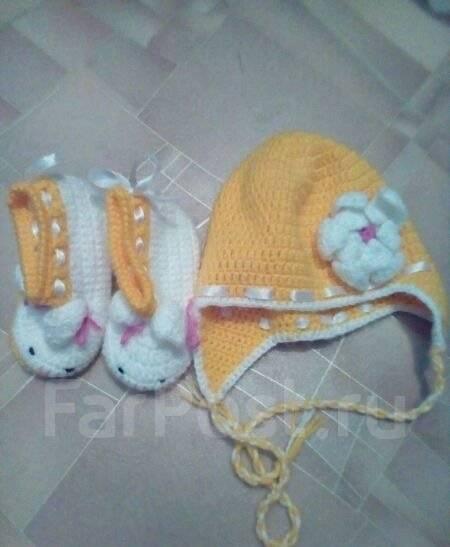 Продам вязаную шапку и пинетки. Рост: 86-98 см