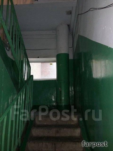 3-комнатная, улица Шепеткова 31/1. Луговая, агентство, 57 кв.м. Подъезд внутри
