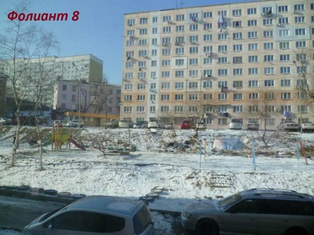 Гостинка, улица Надибаидзе 28. Чуркин, агентство, 17 кв.м. Вид из окна днём