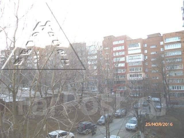 2-комнатная, улица Завойко 2. Столетие, агентство, 47 кв.м. Вид из окна днём