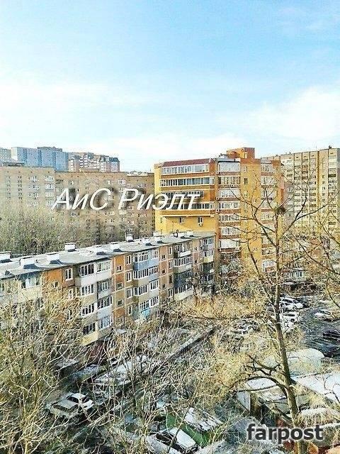 1-комнатная, улица Комсомольская 25б. Первая речка, агентство, 45 кв.м. Вид из окна днем