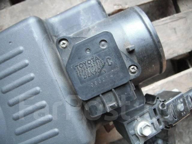 Корпус воздушного фильтра. Toyota Isis, ANM15G Двигатель 1AZFSE