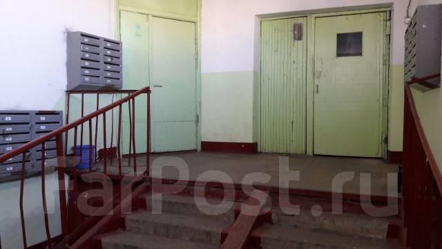 3-комнатная, улица Чкалова 22. Вторая речка, частное лицо, 55 кв.м. Прихожая