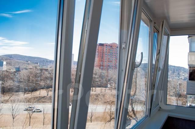 3-комнатная, проспект 100-летия Владивостока 139. Вторая речка, частное лицо, 70 кв.м. Вид из окна днём