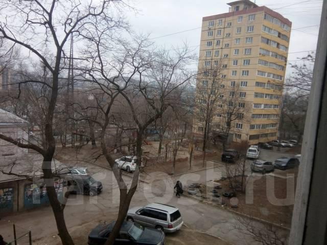 1-комнатная, улица Светланская 118. Гайдамак, агентство, 36 кв.м. Вид из окна днём