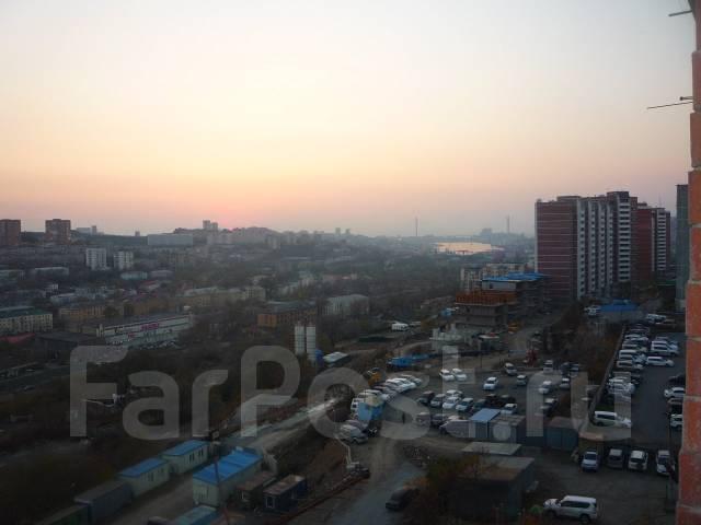 3-комнатная, улица Ватутина 2. 64, 71 микрорайоны, проверенное агентство, 67 кв.м. Вид из окна днём