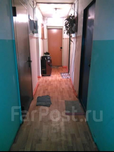 Комната, проспект 100-летия Владивостока 48. Столетие, проверенное агентство, 10 кв.м. Прихожая