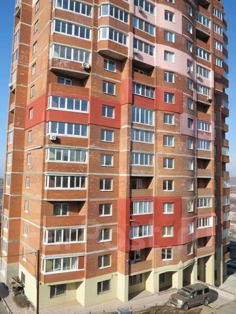 1-комнатная, улица Ладыгина 2д. 64, 71 микрорайоны, проверенное агентство, 50 кв.м. Дом снаружи