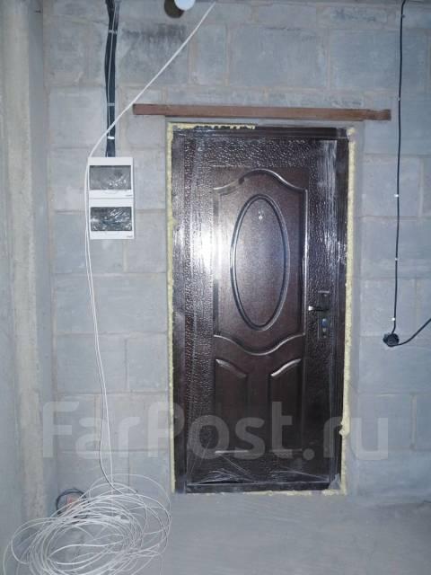 1-комнатная, улица Ладыгина 2д. 64, 71 микрорайоны, проверенное агентство, 50 кв.м. Прихожая