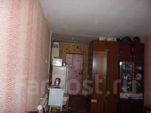 Гостинка, улица Надибаидзе 30. Чуркин, проверенное агентство, 24 кв.м.