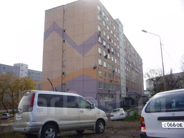 Гостинка, улица Надибаидзе 30. Чуркин, проверенное агентство, 24 кв.м. Дом снаружи