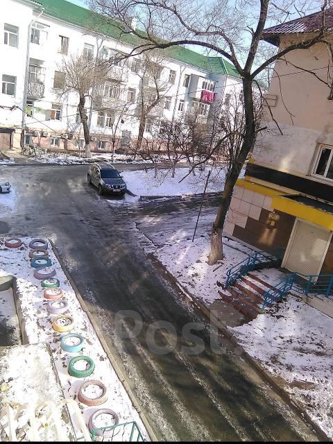 Комната, проспект 100-летия Владивостока 48. Столетие, проверенное агентство, 10 кв.м. Вид из окна днём