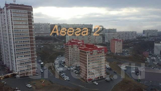 3-комнатная, улица Ладыгина 13. 64, 71 микрорайоны, проверенное агентство, 72 кв.м. Вид из окна днём